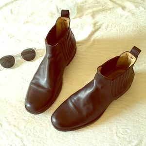 Frye Black Leather Chelsea Boots size 9.5